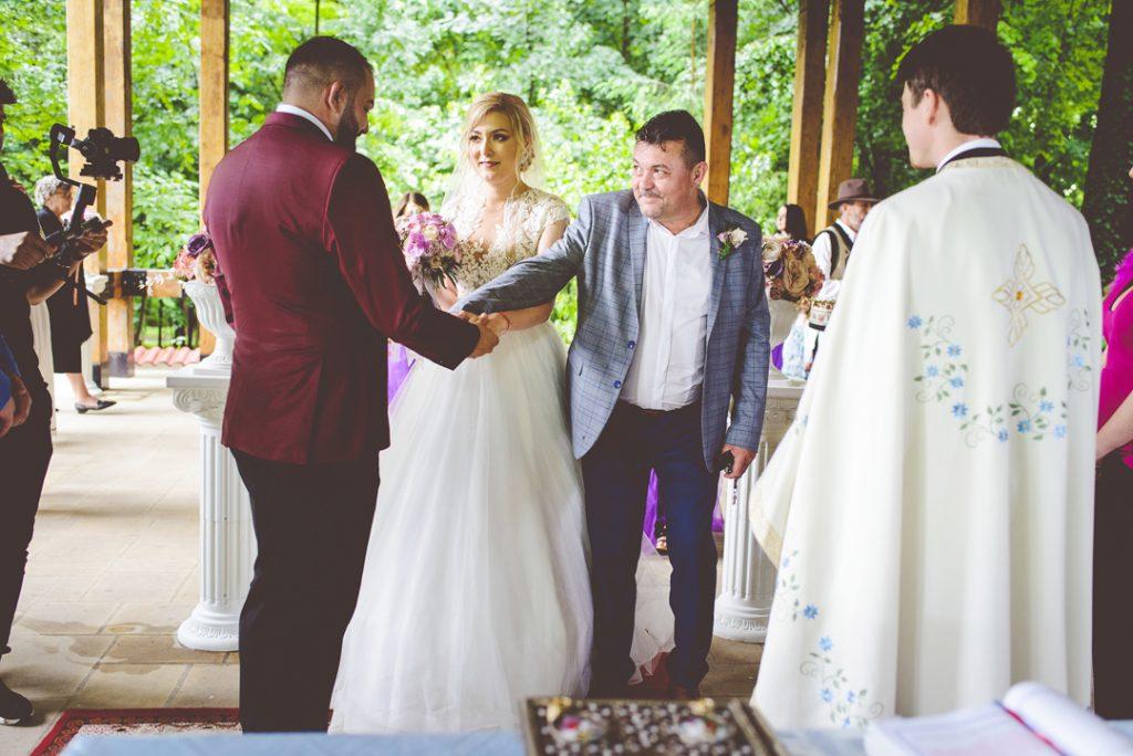 Din mana tatalui | Andi Iliescu | Fotograf nunta